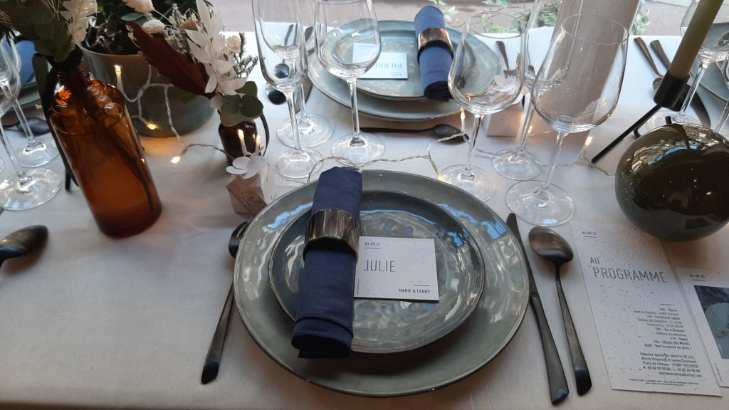 table décorée par décoraly